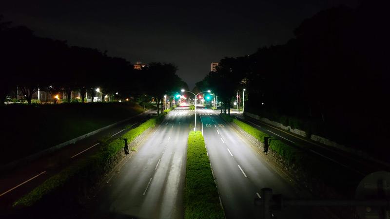 深夜の所沢市内の道路