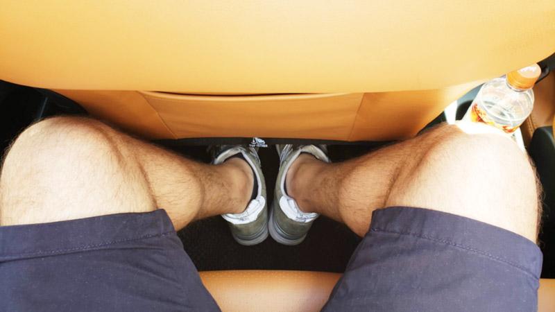 プジョー207の後部座席に座った際の脚の余裕