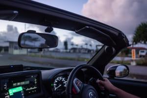 沖縄の夜景を見ながらオープンカーで爆走