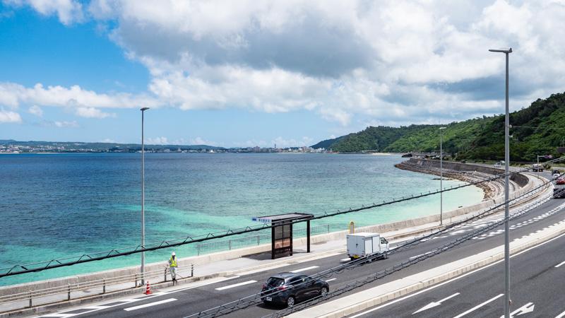 沖縄の道の駅許田から見える名護湾の海沿い