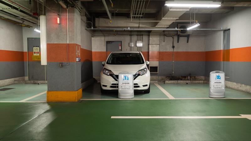 日産 e-シェアモビの新宿サブナード駐車場ステーション