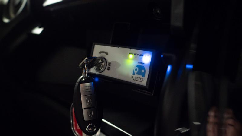 日産 e-シェアモビの日産ノートのグローブボックス内に置かれている鍵保管庫