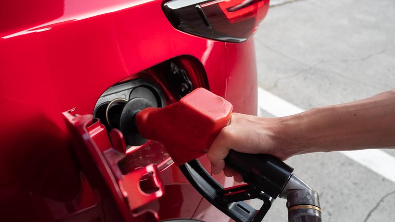 MAZDA CX-5へ給油(セルフガソリンスタンド)