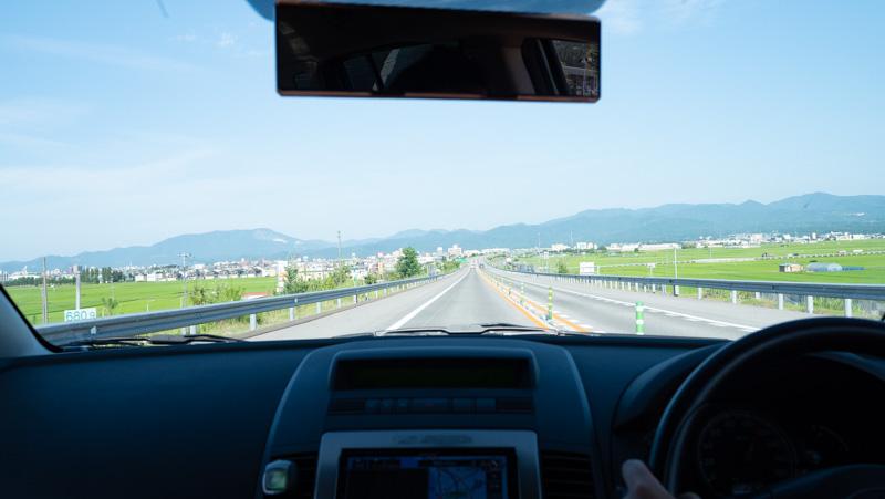 青森自動車道をプレマシー車内から撮影した写真