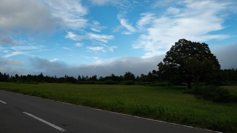 青森市・萱野高原の雲と青空