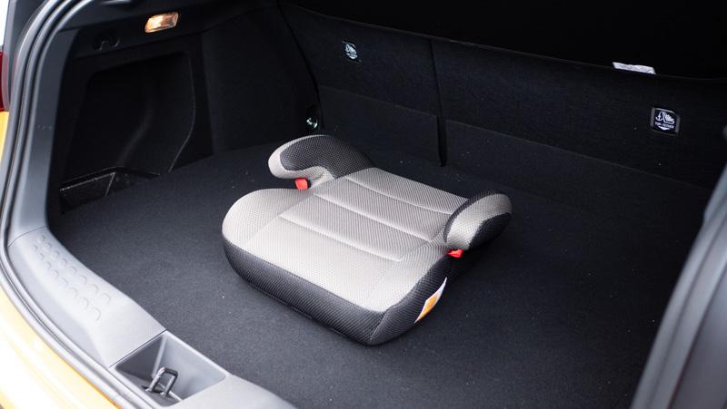 タイムズカーシェアの車両にはジュニアシートが装備されている